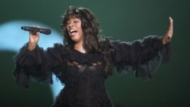 Donna Summer performs at the conclusion of the Nobel Peace concert in Oslo
