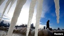 Thời tiết khắc nghiệt bị cho là đã gây ra cái chết của ít nhất 20 người trên khắp nước Mỹ.