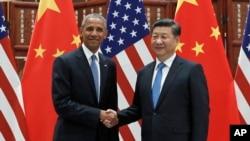 Presiden Amerika Barack Obama (kiri) dan Presiden China Xi Jinping berjabat tangan sebelum pertemuan bilateral di Westlake State House, Hangzhou, di bagian timur provinsi Zhejiang, 3 September 2016. (AP Photo/Carolyn Kaster)