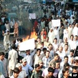 بجلی کی بندش کے خلاف ایک مظاہرے کا منظر