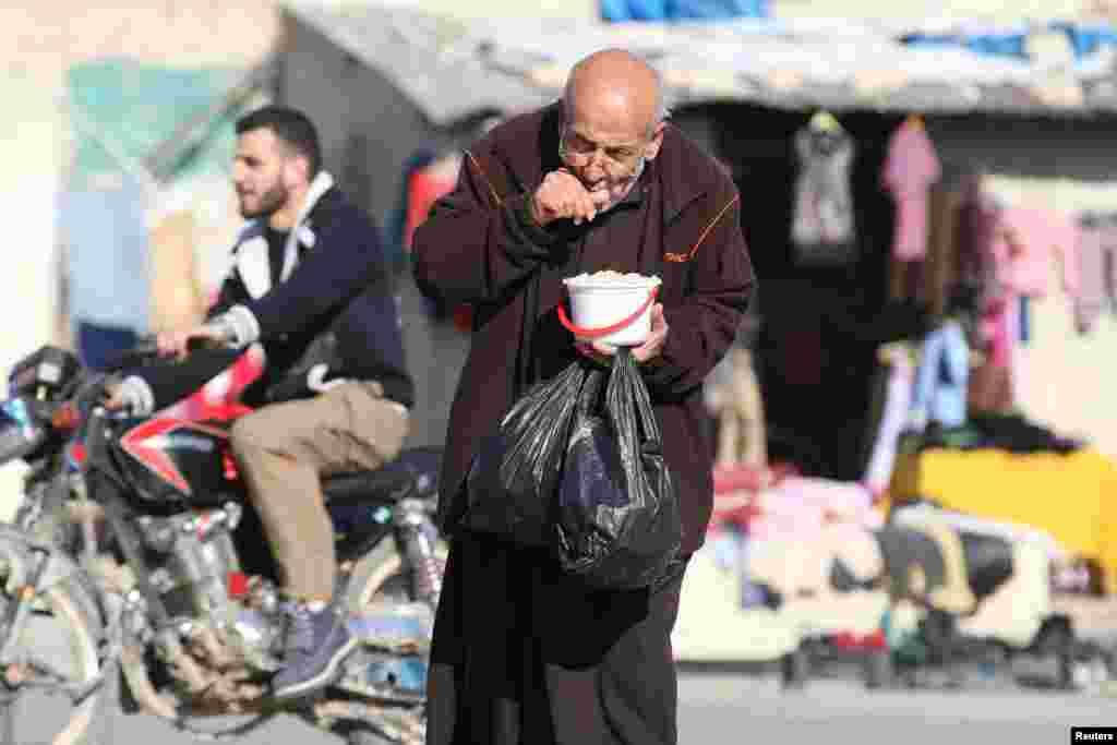 مشرقی حلب میں پھنسے ہوئے افراد کو خوراک کی شدید قلت کا سامنا کرنا پڑ رہا ہے۔