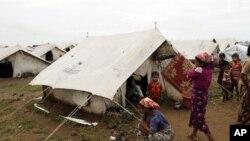 Warga Rohingya tinggal di kamp-kamp pengungsi di negara bagian Rakhine, Burma barat. Sekitar 50 ribu warga Rohingya di negara bagian Rakhine menjadi pengungsi akibat konflik sektarian di wilayah itu.