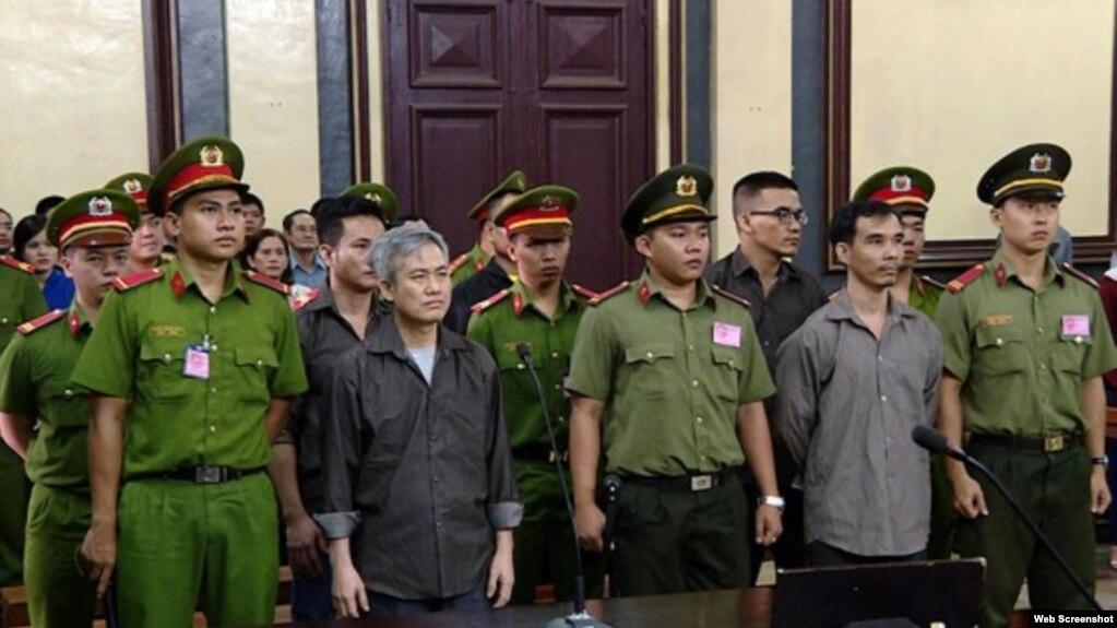 Nhà hoạt động Lưu Văn Vịnh tại phiên tòa ngày 5/10/2018. Photo SGGP