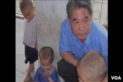 韩相万与北朝鲜孤儿(美国之音国符翻拍)