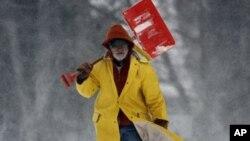 Los mayores de 55 años deben resistirse a palear la nieve, especialmente cuando se es sendatario o se padecen enfermedades del corazón.