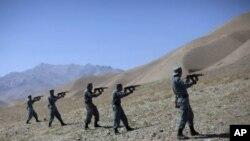 آیساف: 'آموزش چهل هزار تن دیگر از نیروهای افغان تا نومبر ۲۰۱۲'