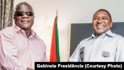 Afonso Dhlakama, leader de la RENAMO (à gauche) et Philippe Nyusi, Président du Mozambique rencontrer pour la première fois