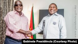 Afonso Dhlakama, líder da RENAMO (esq) e Filipe Nyusi, Presidente da República de Moçambique.