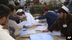 سومین دور انتخابات ریاست جمهوری افغانستان تا ۱۶ ماه دیگر برگزار میشود