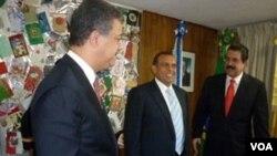 Los delitos políticos fueron cancelados por un decreto de amnistía promovido por el presidente Porfirio Lobo, quien está en esta foto con Zelaya.