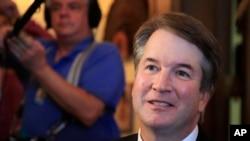 """El día del anuncio de su nominación, el presidente Donald Trump llamó a Brett Kavanaugh un """"brillante jurista"""" que ha """"dedicado su vida al servicio público""""."""