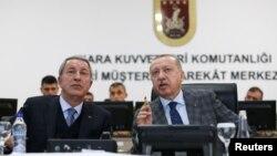 (ARŞİV) Cumhurbaşkanı Recep Tayyip Erdoğan ve Milli Savunma Bakanı Hulusi Akar