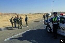 Patrouille israélienne au nord d'Eilat, où des Israéliens ont été attaqués (18 août 2011)