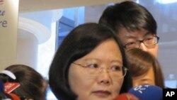 蔡英文在接受记者采访(资料照片)