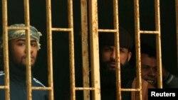 ນັກໂທດທີ່ຢູ່ໃນຫ້ອງຂັງຂອງຄຸກໃນເມືອງ Benghazi ໃນວັນທີ 22 ກຸມພາ 2012 ທີ່ມີການແຫກຄຸກນັ້ນ.