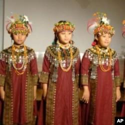 台灣屏東泰武國小學生演出歌唱