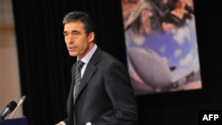 Tổng thư ký NATO Anders Fogh Rasmussen đã gọi điện thoại cho Tổng thống Karzai của Afghanistan để xin lỗi