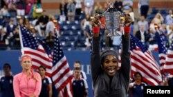 Serena Williams đoạt giải vô địch US Open sau khi đánh bại tay vợt hạt giống số 2 Victoria Azarenka của Belarus với tỷ số 7-5, 6-7 và 6-1.
