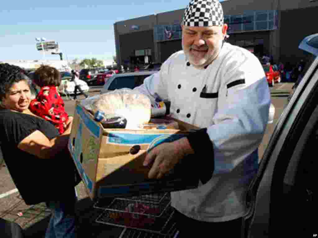 Many charities pass out traditional Thanksgiving dinner items, including turkeys. (AP)