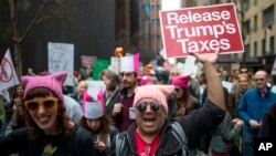 """El secretario del Tesoro Steve Mnuchin, dijo que el presidente no tiene intenciones de publicar los documentos y que los estadounidenses tienen ya """"amplia información"""" sobre las finanzas del mandatario."""