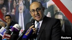Khaled Ali, Pengacara HAM terkemuka Mesir, berbicara di Kairo, Senin (6/11).