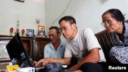 越南很多家庭都使用因特网(资料照片)