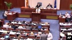 СДСМ го напушти парламентот