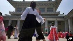 Мешканці Пхеньяна також святкують