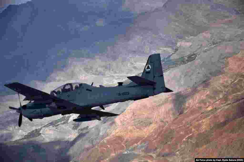 با این حال، نیروی هوایی افغانستان، از سال ۲۰۰۷ تا حالا که تنها ۲۰ طیاره در اختیار داشت، راه طولانی را به پیش پیموده است. این نیروها که از سوی مربیان امریکایی آموزش دیده اند، در حال حاضر ۱۱۸ طیاره دارند و در نظر است این آمار تا سال ۲۰۲۳ به دو برابر افزایش داده شود.