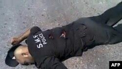 Ðài truyền hình Syria chiếu cảnh một cảnh sát bị thiệt mạng vì trúng đạn