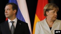 Президент Росії Дмитро Медведєв і канцлер Німеччини Анґела Меркель у Ганновері