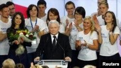 """""""یاروسلاو کاچینسکی""""، رهبر حزب """" قانون و عدالت"""" اعلام پیروزی کرد"""