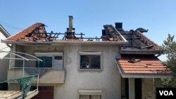 Ден после пожарот во Кочани: Пепел и пустош, почвата сè уште чади (Галерија)