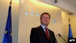 Evropski komesar za proširenje, Štefan File na konferenciji za novinare u Prištini 19. marta 2010.