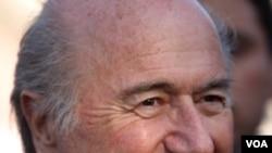 Presiden FIFA Sepp Blatter kini diselidiki atas tuduhan korupsi menjelang pemilihan presiden FIFA pekan depan.