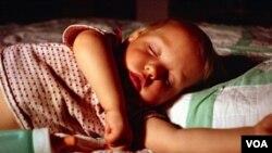 Masalah-masalah kelainan pernafasan saat tidur, seperti mendengkur, bernafas melalui mulut, dan apnea tidur, pada anak-anak bisa berdampak negatif pada tingkah laku dan emosi anak-anak.