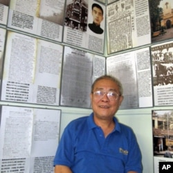 涂胜华给记者担任讲解员