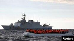 Tàu hải quân Italia cứu các di dân từ châu Phi hồi tháng Một năm nay.