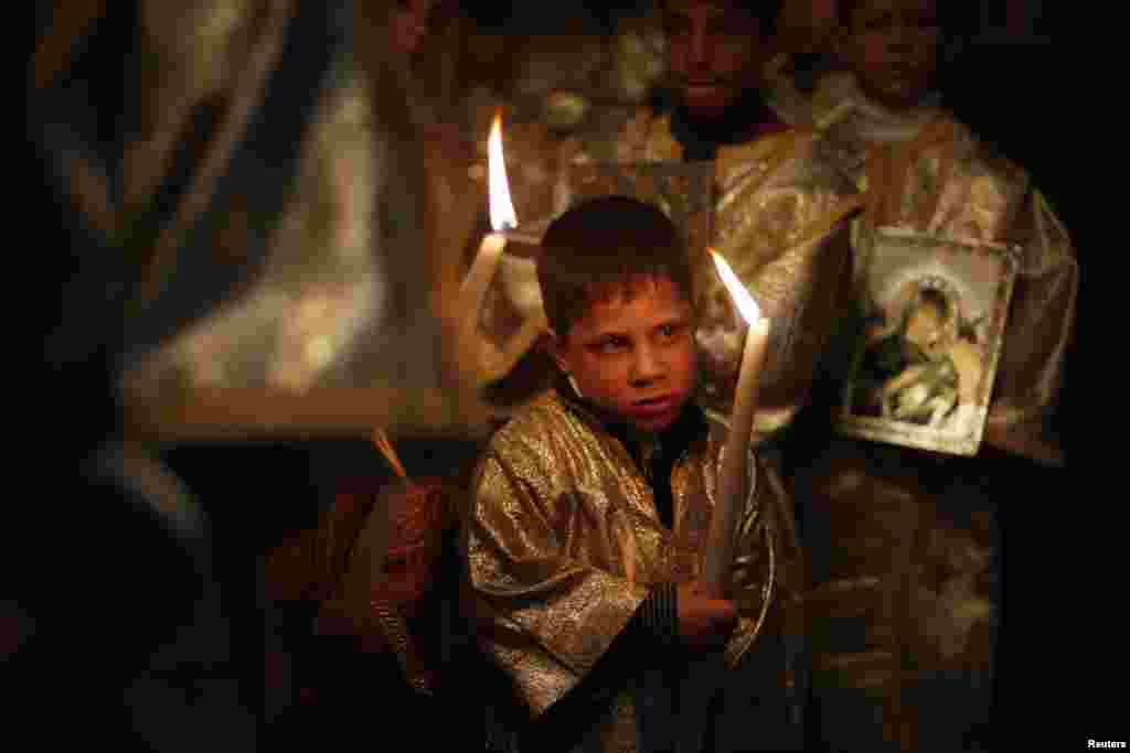 Рождественская служба в православном церкви святого Порфирия в Газе (Палестинская автономия)
