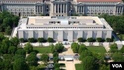 National Museum of American History di ibukota, Washington, mendapat protes karena menjual lebih banyak tanda mata produksi Tiongkok.
