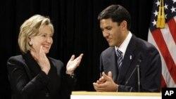 Госсекретарь США Хиллари Клинтон и директор агентства USAID Раджив Шах