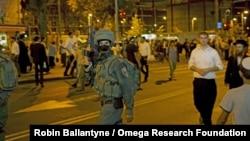 Binh sĩ trong lực lượng đặc biệt của Israel bên ngoài trạm xe buýt chính ở thành phố Jerusalem sau vụ một phụ nữ bị đâm chết, ngày 14/10/2015.