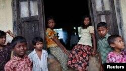 Trẻ em Hồi giáo Rohingya tại một trại tị nạn bên ngoài Sittwe, bang Rakhine, ngày 16/5/2013.