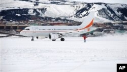 "Australijski avion na pisti baze ""Mekmurdo"" na Antarktiku"