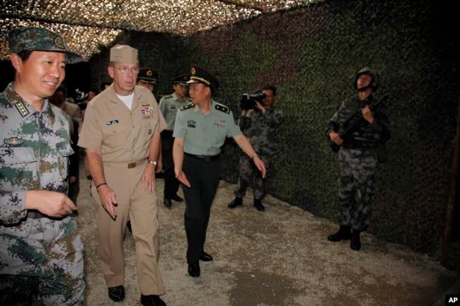 2011年7月12日,美國參謀長聯席會議主席馬倫抵達杭州的中國軍隊第一機械化步兵師的演習指揮部