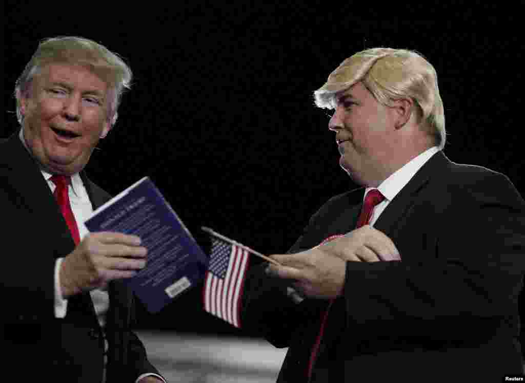 U.S. Republican presidential candidate Donald Trump (L) brings a look-alike supporter Terry Silliman of Goose Creek, South Carolina on stage during a rally at the Myrtle Beach Convention Center in Myrtle Beach, South Carolina, Nov. 24, 2015.
