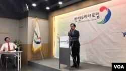 지난 14일 서울 종로구 광화문 스페이스라온에서 제54차 한반도미래포럼이 열렸다. 소설가 김홍신 씨가 '인생사용설명서'라는 주제로 강연하고 있다.