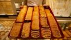 Vàng được bày bán ở cửa hàng tại Singapore.