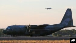 طیاره ها C-130 قابلیت انتقال قوا و باربری را دارا است