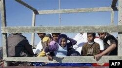 Trẻ em được đưa ra khỏi nơi có giao tranh